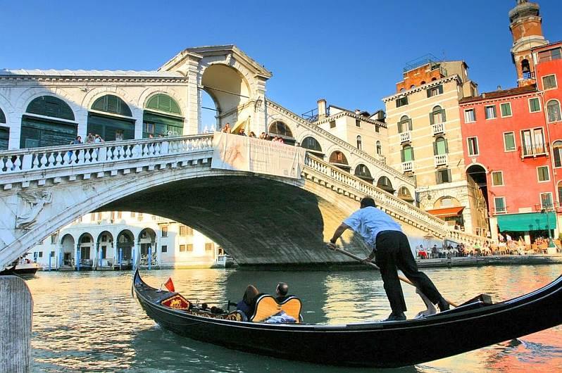 Włochy wmłodzieżowym stylu, historia, kultura, rozrywka – 7 dni