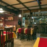 Restauracja w pensjonacie z widokiem na bar